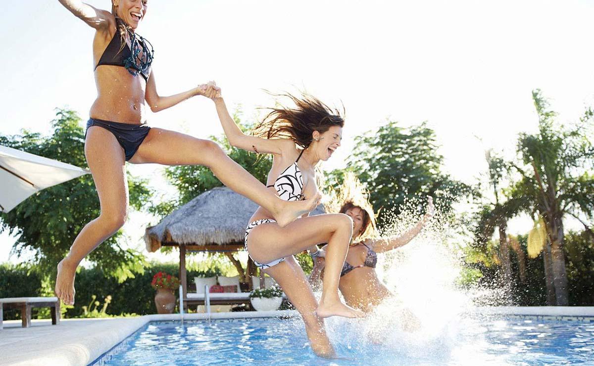 Swimmingpool Köln badefertig Befüllung Wasser